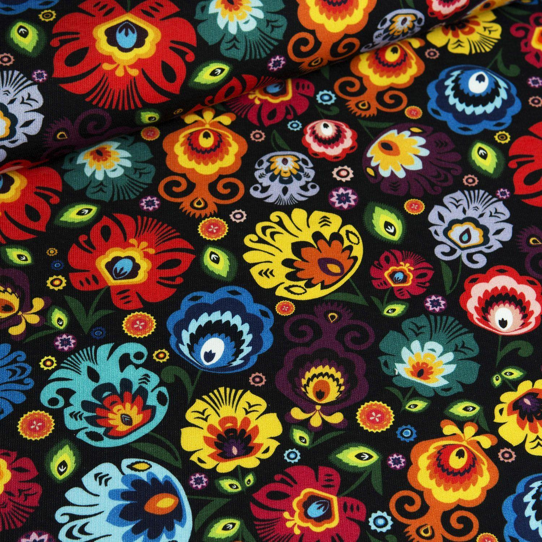 látka-teplákovina-folklórne-kvety-na-čiernom-podklade