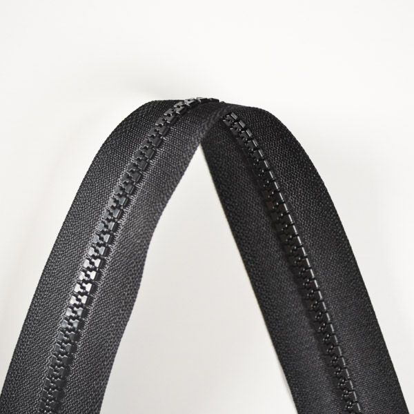 zips-sarah-kostený-deliteľný-5mm---čierna-50-cm