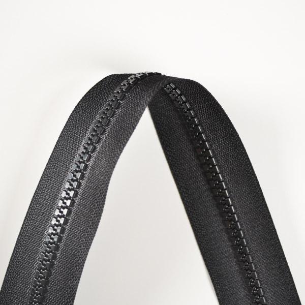 zips-sarah-kostený-deliteľný-5mm---čierna-60-cm