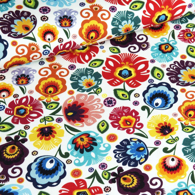 látka-úplet-folklórne-kvety-na-bielom-podklade